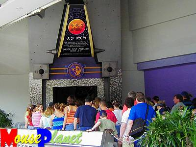 The pre-show queue for Alien Encounter.