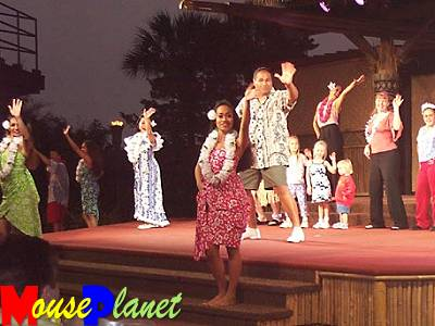 Disney world 12 jours de rêves en image Spirit_of_aloha_birthday_celebration_fendrick