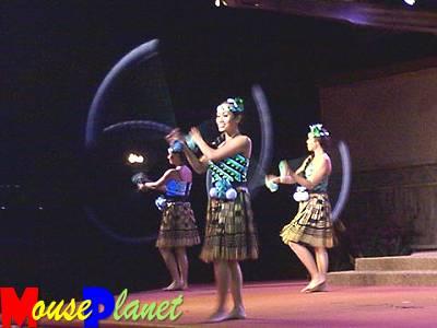 Disney world 12 jours de rêves en image Spirit_of_aloha_maori_poi_ball_dance_fendrick
