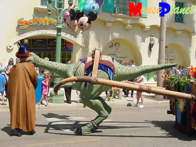 PHOTO: Lucky heads down Hollywood Boulevard towards a balloon vendor.