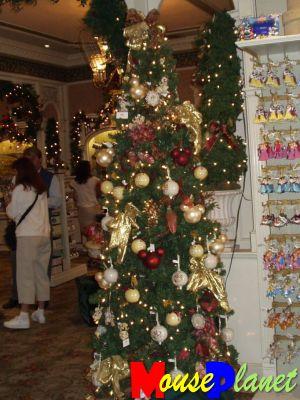 Mouseplanet Disneyland 39 S Christmas Trees By Lisa Perkis
